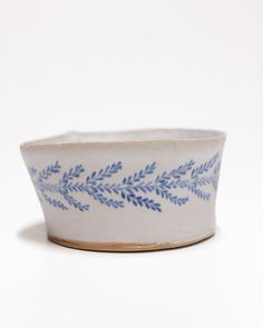 Ceramic Bowls, Ceramic Pottery, Clay Crafts, Arts And Crafts, Advanced Ceramics, Painted Vases, Pottery Techniques, Pottery Classes, Pinch Pots