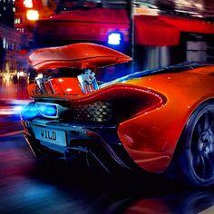 'Wild' McLaren P1 spitting flames