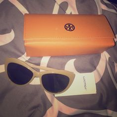 Tory burch glasses Tory burch ivory sunglasses only worn one basically  new 100% authentic Tory Burch Accessories Glasses