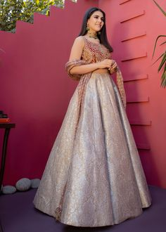 These Gorgeous Bridal Lehengas Will Definitely Make You Look Stunning On Your Wedding Day. Indian Gowns Dresses, Indian Fashion Dresses, Dress Indian Style, Indian Designer Outfits, Party Wear Indian Dresses, Party Wear Lehenga, Indian Bridal Outfits, Pakistani Bridal Dresses, Pakistani Dress Design
