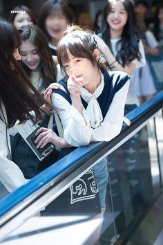 oml 😂😂😂 this is why she is my biasss😍😍💕💕🔥🔥 Kpop Girl Groups, Kpop Girls, Yuri, My Girl, Cool Girl, Secret Song, Japanese Girl Group, Famous Girls, Golden Child