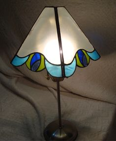 Taller de Vitraux - Vitradonovan Stained Glass Lamps, Tiffany Lamps, Pure Beauty, Lamp Shades, Glass Art, Table Lamp, Sparkle, Pure Products, Mirror
