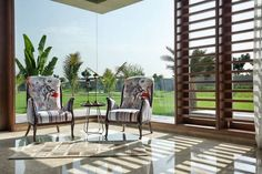 How to Use Glass to Visually Expand Space Within Your Home Terraced Patio Ideas, Penthouse Apartment, Interior Design Photos, Outdoor Chairs, Outdoor Decor, Apartment Design, Bungalow, Architecture Design, Exterior