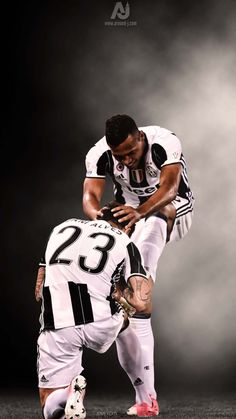 Juventus Stadium, Dani Alves, Turin Italy, Professional Football, Sandro, Old Women, Pure Products, Black And White, Lady