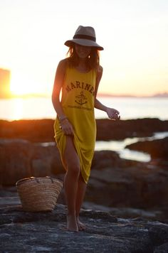 Casual beach outfit is always the best Holiday Outfits, Summer Outfits, Cute Outfits, Beach Attire, Fancy, Mellow Yellow, Mode Inspiration, Belle Photo, Summer Looks