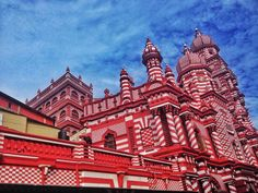 Red Mosque in Sri Lanka, Mosque With 49 Minarets