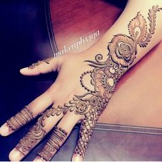 The detail is incredible. Cool Henna Designs, Finger Henna Designs, Arabic Henna Designs, Latest Mehndi Designs, Beautiful Henna Designs, Bridal Mehndi Designs, Henna Tattoo Designs, Mehandi Designs, Heena Design