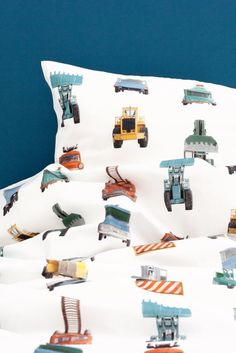Studio Ditte work vehicles duvet cover for small and big boys who like tough excavators, tow trucks and fire engines. The work vehicles bed linen can set a beautiful atmosphere in the children's room. Boys Car Bedroom, Boy Room, Boy Bedrooms, Childrens Bed Linen, Bed Linen Design, Shops, Affordable Bedding, Luxury Bedding Sets, Baby Kind
