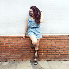 A blogueira Debb Pires apostou em nossa gladiadora Narciso no tom Suede Preto para compor com o look total jeans. Look, Jeans, Hipster, Lovers, Style, Fashion, Black, Hipsters, Moda