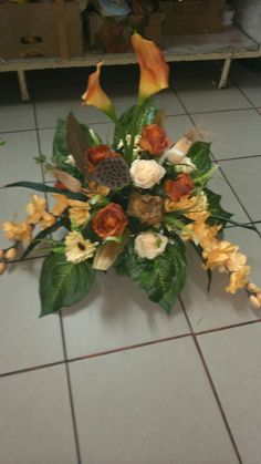 Creative Flower Arrangements, Funeral Arrangements, Funeral Flowers, Fall Flowers, Ikebana, Paper Flowers, Floral Design, Floral Wreath, Wreaths