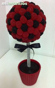 This would make a great soccer ball Bar A Bonbon, Sweet Trees, Ladybug Party, Candy Crafts, Chocolate Bouquet, Candy Bouquet, Candy Table, Cake Pops, Birthday Parties