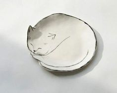 Gift Guide: For the Feline Fanatic - Remodelista - seramik Porselen - Cat Dish by LEah Goren I Remodelista - Ceramic Clay, Ceramic Plates, Ceramic Pottery, Leah Goren, Cerámica Ideas, Art Diy, Ceramic Animals, Paperclay, Pottery Designs