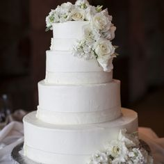 This wedding cake is classic perfection! {Stephanie Brauer Wedding Photography}