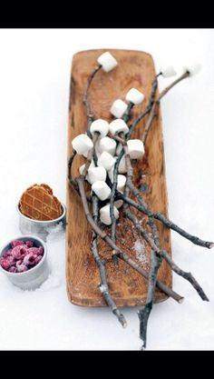 Crispy marshmallows // outside barbecue // winter // mountainbliss Food For Eyes, Love Eat, Barbecue Grill, Winter Fun, Eat Breakfast, Picnic, Dairy, Sweets, Lunch