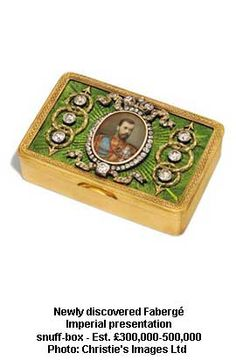 WOW! Wish I had something like this in my snuff box collection.