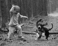 Girl and Basset Hound Dog playing in the woods Mans Best Friend, Best Friends, True Friends, Animals For Kids, Cute Animals, Bassett Hound, Tier Fotos, Mundo Animal, Hound Dog