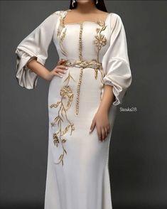 Muslim Fashion, Hijab Fashion, Fashion Dresses, Caftan Dress, Kaftan, Stylish Dresses For Girls, Girls Dresses, Indian Bridal Jewelry Sets, Abaya Designs