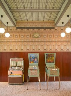 Wes Anderson-designed Bar Luce takes its cues from old Milanese landmarks and cafes - Retailand Restaurant Design Wes Anderson Style, Wes Anderson Movies, Architecture Restaurant, Restaurant Design, Italian Home, Italian Style, Rustic Italian, Accidental Wes Anderson, Image Basket