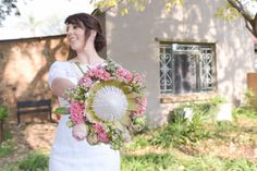 Picture Wedding Venues, Floral Wreath, Wedding Photography, Wreaths, Pictures, Home Decor, Wedding Reception Venues, Wedding Shot, Photos