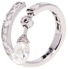 Bague Diamant – Tendance : Chaumet Dentelle de Givre ring in white gold and diamonds… I Love Jewelry, High Jewelry, Jewelry Box, Jewelry Accessories, Jewelry Design, Unique Rings, Beautiful Rings, Bling Bling, Diamond Rings