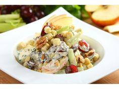 W dużej misce wymieszaj Sos sałatkowy Sałatka Lazurowa Knorr z jogurtem i majonezem.  Seler umyj ...