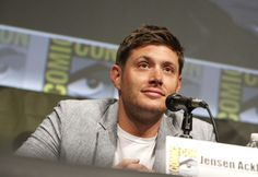 SUPERNATURAL star Jensen Ackles listens to a question from the audience during the panel at Comic-Con 2012 (© WBEI. All Rights Reserved.)