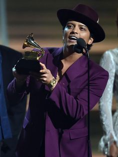 'Uptown Funk,' Swift, Sheeran win top Grammys; Lamar...: 'Uptown Funk,' Swift, Sheeran win top Grammys; Lamar… #ThinkingOutLoud #EdSheeran