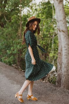 Gorgeous, green, and just the right amount of girly. This dress has a rich green color with a dot pattern. Modest Outfits, Modest Fashion, Stylish Outfits, Cute Outfits, Fall Winter Outfits, Summer Outfits, Spring Summer Fashion, Autumn Fashion, Look Short