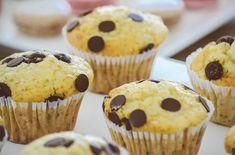 Muffins sind eine köstliche Nachspeise. Das Rezept für Muffins mit Schokostückchen zeigt Ihnen, wie Sie Muffins mit Schokoladenstückchen zubereiten, die saftig und fluffig sind. #diemuffins #muffins #MuffinsmitSchokostückchen #muffinsrezept Köstliche Desserts, Delicious Desserts, Dessert Recipes, Delicious Cookies, Yummy Recipes, Dairy Free Chocolate Chips, Chewy Chocolate Chip Cookies, Chocolate Cake, Cupcakes