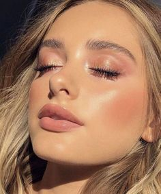 Natural makeup looks, daily makeup, everyday makeup, simple makeup ideas, glowy makeup look Sommer Make-up Looks, Sommer Make Up, Makeup Trends, Makeup Inspo, Beauty Makeup, Makeup Ideas, Beauty Tips, Makeup Hacks, Beauty Trends