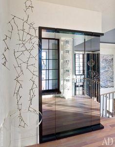 Динамичный интерьер двухуровневой квартиры в Нью-Йорке