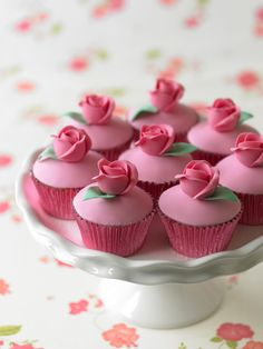 Why not make this saturday an elegant cupcake one?
