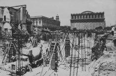 Construcción de la plaza tapatía, destrás del Teatro Degollado.