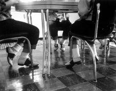 saddle shoes and bobby socks, photo by Cornell Capa 1954 LIFE Magazine Rockabilly Outfits, 1950s Fashion, Kids Fashion, Vintage Fashion, Vintage Shoes, Vintage Outfits, Vintage Rock, Vintage Wardrobe, Vintage Glamour