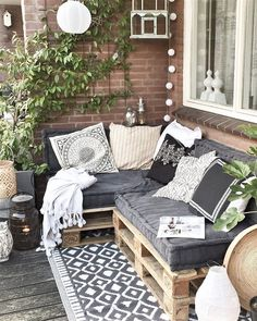 28 Elite Balcony Couch Design ideas With Pallets That Make You Feel Comfortable . - 28 Elite Balcony Couch Design ideas With Pallets That Make You Feel Comfortable – Balcony - Small Balcony Decor, Small Balcony Design, Tiny Balcony, Small Balcony Furniture, Small Flat Decor, Patio Balcony Ideas, Patio Diy, Wood Patio, Patio Ideas