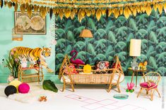 Totally love this Jungle Fever room ♡ Cole and Son wallpaper Jungle Bedroom, Kids Bedroom, Jungle Nursery, Deco Jungle, Jungle Theme, Estilo Tropical, Cool Kids Rooms, Kids Wallpaper, Palm Wallpaper