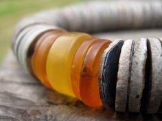 Déclaration asymétrique collier gris coquille par DreamsFactory, $125.00