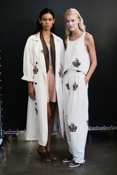 Creatures of Comfort Runway Fashion, Fashion Show, Normcore Fashion, Cactus Print, Duster Coat, Floral Prints, Style Inspiration, Blouse, Scarves