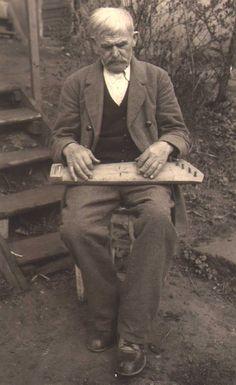Petras Lapienė http://www.knygadvaris.lt/vaizdas.php?VId=1132&AId=725