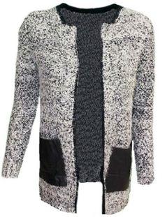 Cardigan in grau/weiss/schwarz mit Ledertaschen  bei www.thebungalow.ch Pumps, Digital Magazine, Trends, Blazer, Skinny, Pullover, Clutch, Jeans, Shirts
