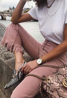 How to Wear Animal Prints Like a Fashion Editor: Leopard Print Dresses to Buy Fashion Editor, 90s Fashion, Daily Fashion, Fashion Outfits, Womens Fashion, Fashion Ideas, Streetwear Mode, Streetwear Fashion, Wanderlust Travel