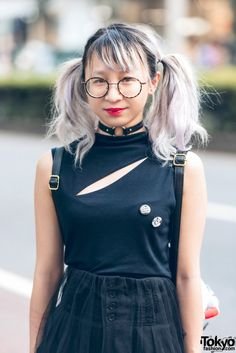 RT @TokyoFashion: Twin-Tailed Harajuku Girl in Gothic Fashion w/ Sleeveless Top, Sheer Skirt, Fishnets & Boots http://flip.it/aAya3x