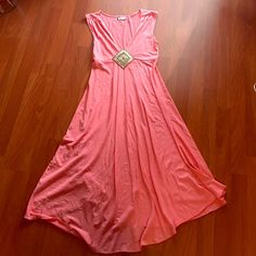 Peach maxi summer dress This dress is adorable and in perfect conditions. Dresses Maxi