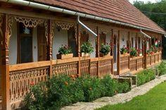 Hasdát hagyományőrző vendégház - Pányok - Északi-közép-hegység. Hungary German Houses, Wooden Terrace, Heart Of Europe, Cottage Homes, Countryside, Tiny House, Patio, Pergola, Outdoor Structures