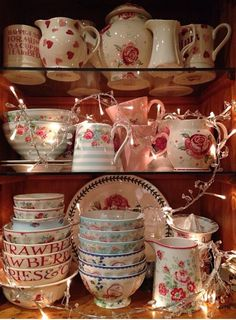 Emma Bridgewater 'Love and Kisses' bowls