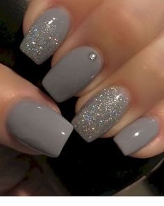 False nails have the advantage of offering a manicure worthy of the most advanced backstage and to hold longer than a simple nail polish. The problem is how to remove them without damaging your nails. Silver Glitter Nails, Glitter Nail Art, Cute Acrylic Nails, Pink Glitter, Glitter Gel Nails, Acrylic Gel, Nail Glitter Design, Baby Pink Nails With Glitter, Short Nails Shellac