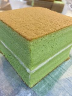 Pandan Souffle Sponge Cake 13 x flat square cake pan, lined with parchment paper. Ingredients: 2 eggs 6 egg yolks 2 tsp vanilla extract unsalted butter all purpose flour (ca… Square Cake Pans, Square Cakes, Asian Desserts, Sweet Desserts, Indonesian Desserts, Indonesian Food, Ogura Cake, Pandan Cake, Resep Cake