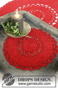 """Christmas Morning - DROPS Christmas: Crochet DROPS round tablecloth in 1 strand """"Cotton Viscose"""" and 1 strand """"Glitter"""" - Free pattern by DROPS Design Crochet Diy, Crochet Amigurumi, Crochet Motifs, Crochet Round, Crochet Home, Thread Crochet, Crochet Gifts, Crochet Doilies, Drops Design"""