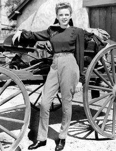 judygarlandgifs: Judy Garland