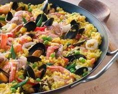 There are as many Spanish recipes for paella as there are regions in Spain. Seafood paella is arguably the most famous, but many inland recipes use similar ingredients substituting pork or beef for the fish. Paella Party, Spanish Dinner, Spanish Paella, Cuban Recipes, Seafood Recipes, Cooking Recipes, Spanish Recipes, Cuban Cuisine, Food Dinners